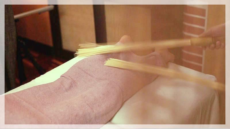 Массаж бамбуковым веником