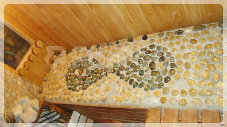 Камни на лавке в сауне