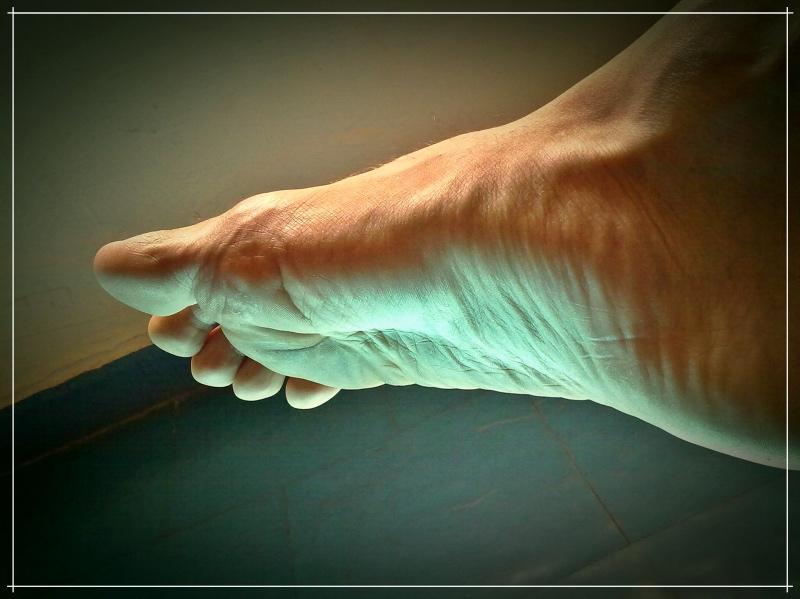 босая нога