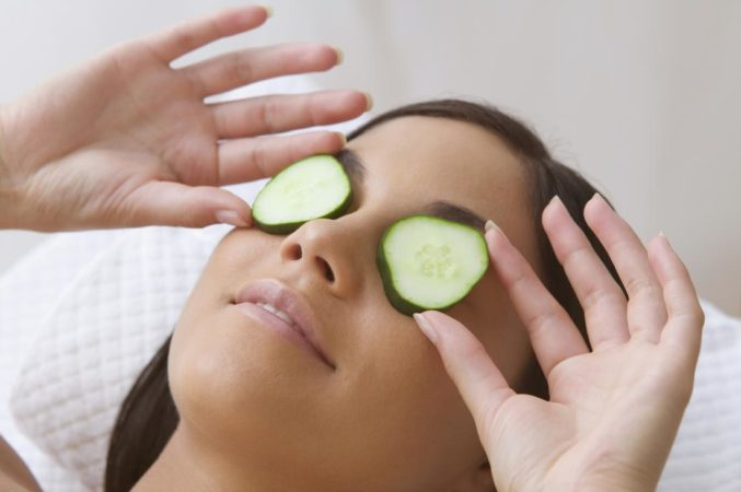 Как уплотнить кожу под глазами - простые секреты