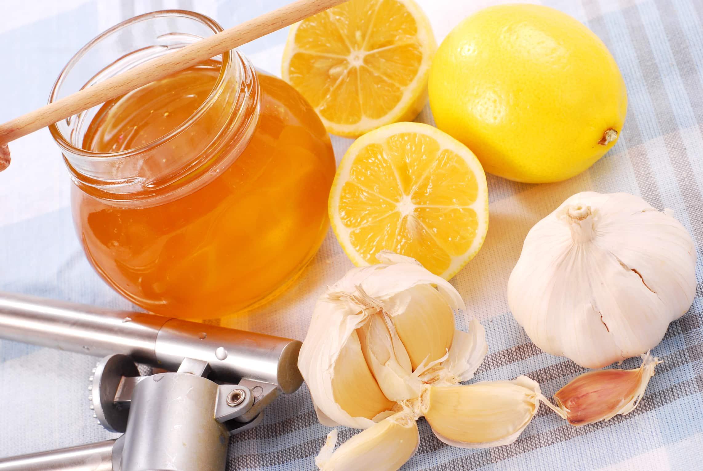 Смесь чеснока, лимона и меда для чистки сосудов: правда и мифы
