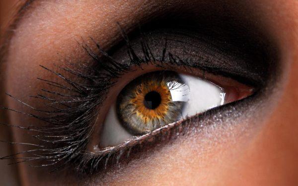 Почему может дергаться верхнее веко глаза