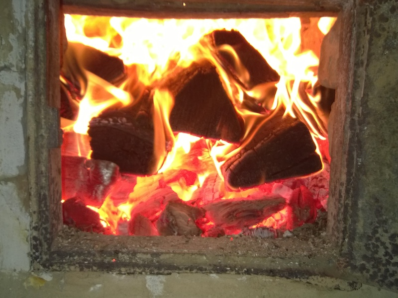 Долгожданный огонь в печи