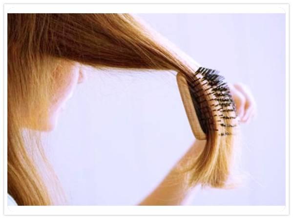 Расческа и волосы