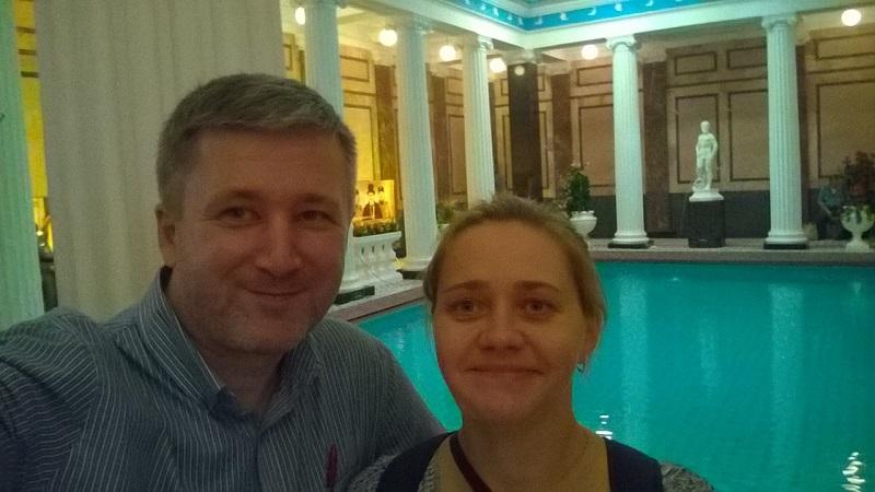 У знаменитого бассейна в Сандуновских банях