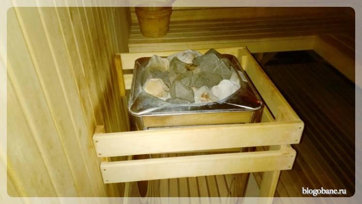 Камин в сауне