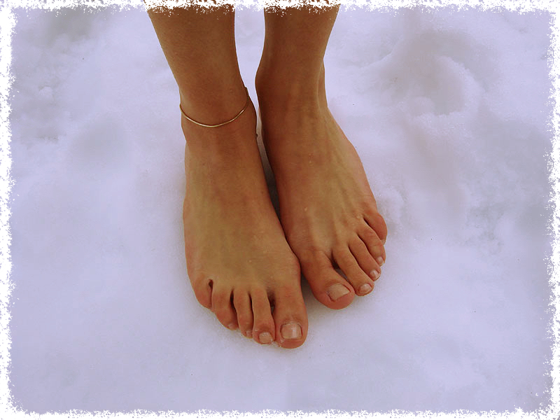 ноги на снегу