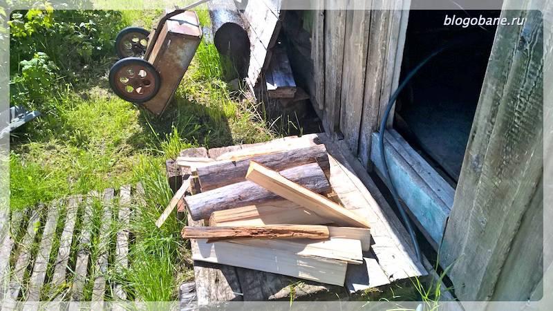 дрова у бани